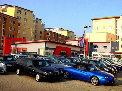 Koupit ojetý nebo nový vůz a za kolik?